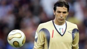 IL MURO - Lahm e Ribery non conservano un bel ricordo di Gigi Buffon. Il portierone bianconero, infatti, fu il muro contro il quale andarono a sbattere le ambizioni mondiali di Germania e Francia, nel 2006. Con annesso tripudio Azzurro.