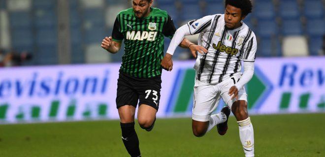 Manuel Locatelli SassuoloWeston McKennie Juventus during the Italian Serie A match between Sassuolo 1-3 Juventus at Mapei Stadium on May 12, 2021 in Reggio Emilia, Italy. Noxthirdxpartyxsales PUBLICATIONxNOTxINxJPN 160142892