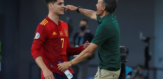 Spain s Alvaro Morata celebrates with his head coach, Luis Enrique R, after scoring the 1-0 during the UEFA EURO, EM, Europameisterschaft,Fussball 2020 group E preliminary round soccer match between Spain and Poland held at La Cartuja stadium, in Seville, Andalusia, southern Spain, 19 June 2021. Spain vs Poland ACHTUNG: NUR REDAKTIONELLE NUTZUNG PUBLICATIONxINxGERxSUIxAUTxONLY Copyright: xKikoxHuescaxes-ESx GRAF4164 20210619-637597352168095069