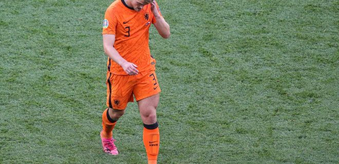 BUDAPEST - Matthijs de Ligt of Holland leaves the field after being shown a red card during the UEFA EURO, EM, Europameisterschaft,Fussball 2020 match between the Netherlands and the Czech Republic at the Puskas Arena on June 27, 2021 in Budapest, Hungary. ANP PIETER STAM DE YOUNG EURO 2020 round of 16 2020/2021 xVIxANPxSportx/xxANPxIVx *** BUDAPEST Matthijs de Ligt of Holland leaves the field after being shown a red card during the UEFA EURO 2020 match between the Netherlands and the Czech Republic at the Puskas Arena on June 27, 2021 in Budapest, Hungary ANP PIETER STAM DE YOUNG EURO 2020 round of 16 2020 2021 xVIxANPxSportx xxANPxIVx 433109637