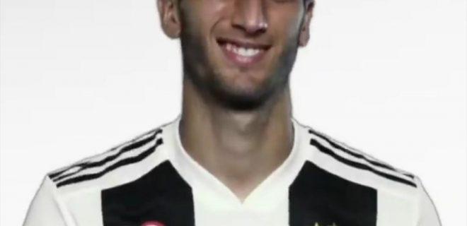Rodrigo Bentancur su sfondo bianco