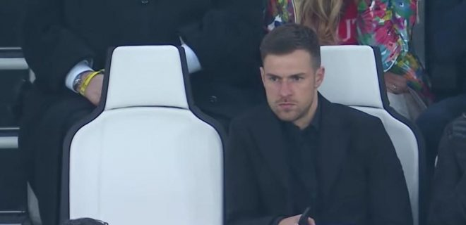 Aaron Ramsey in tribuna