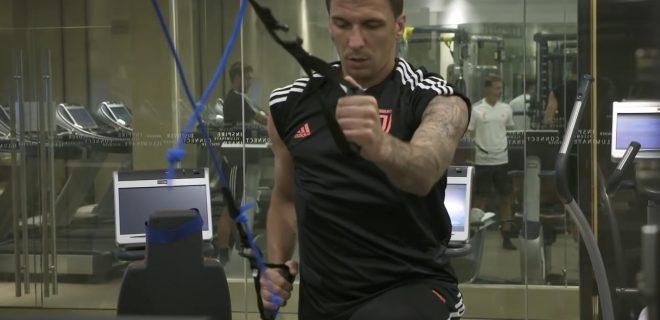 Mario Mandzukic allenamento in palestra
