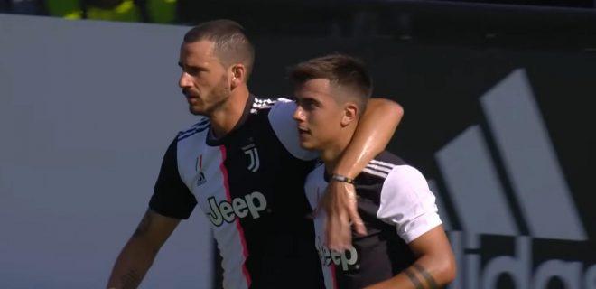 Bonucci abbracia Dybala
